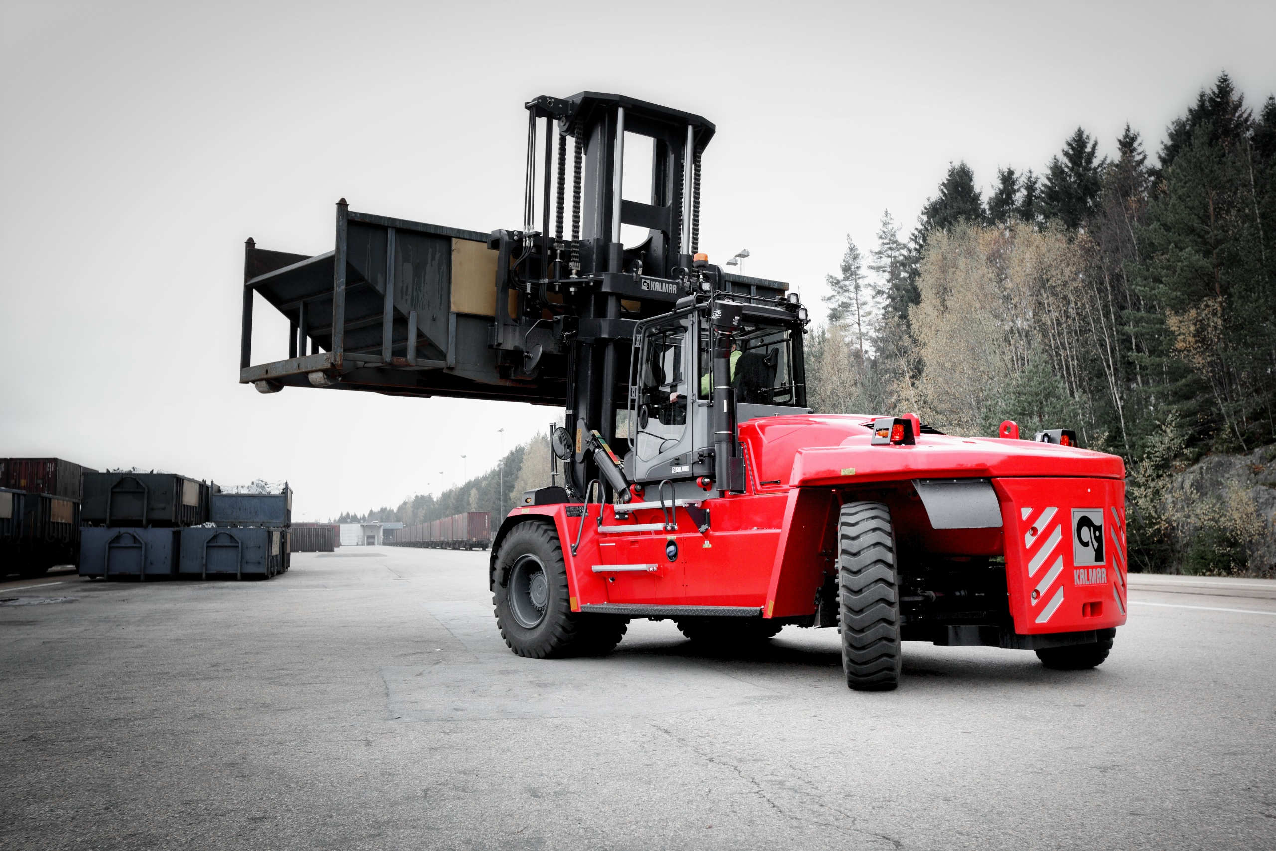 Kalmar Launches Its New Generation Heavy Forklift Truck